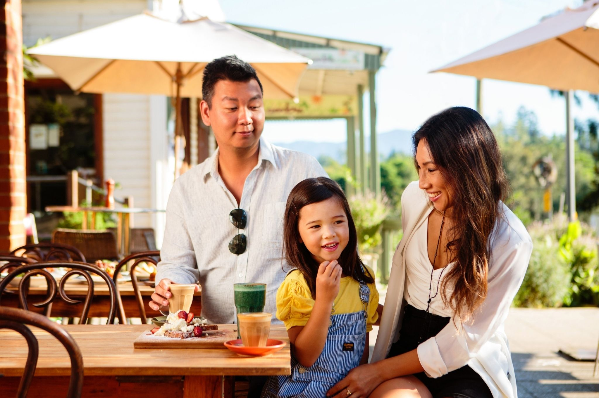 Image of a family eating breakfast at a cafe in Bellingen NSW