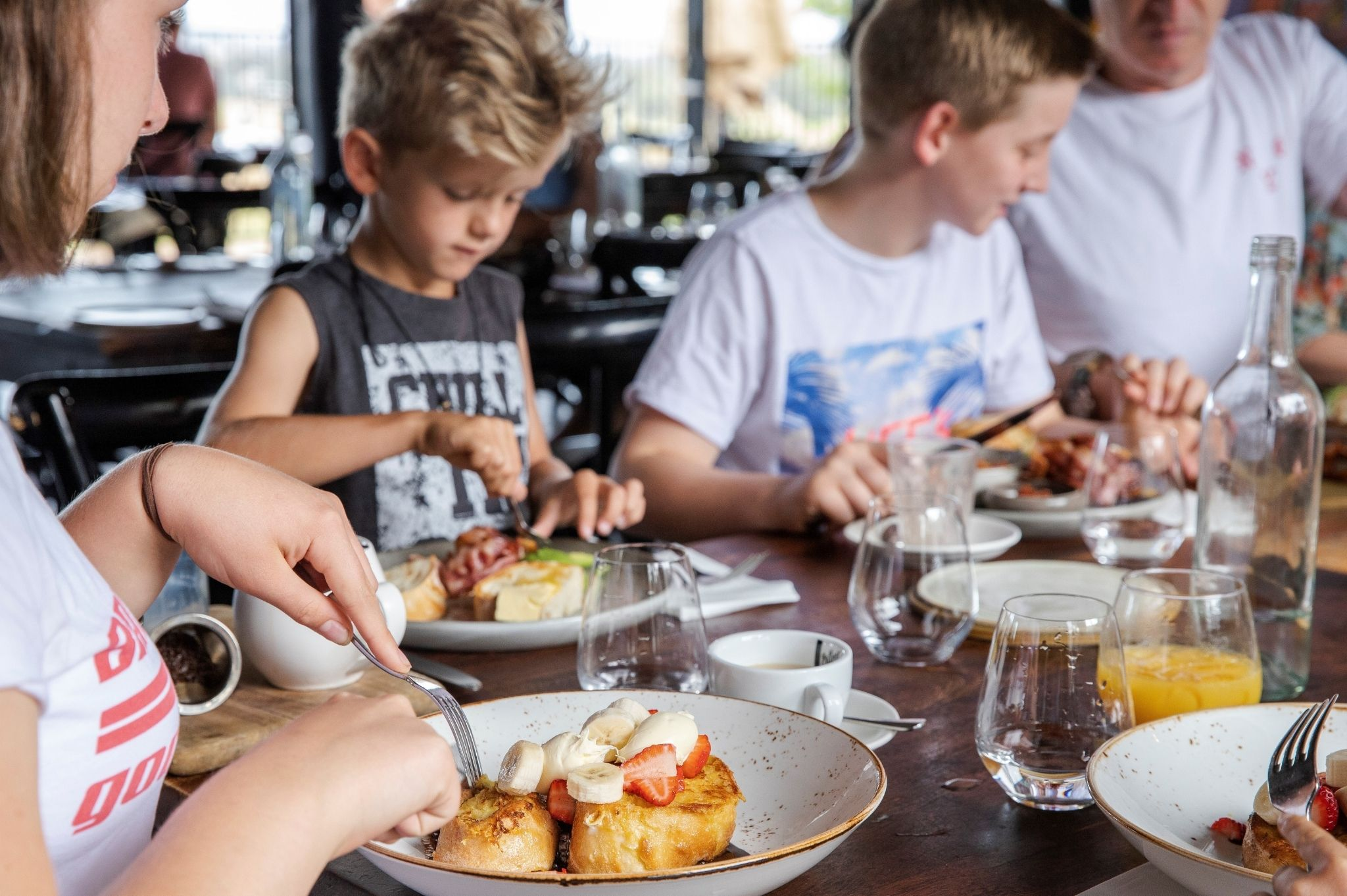 Image of a family eating at Pipeclay Pumphouse in Mudgee NSW