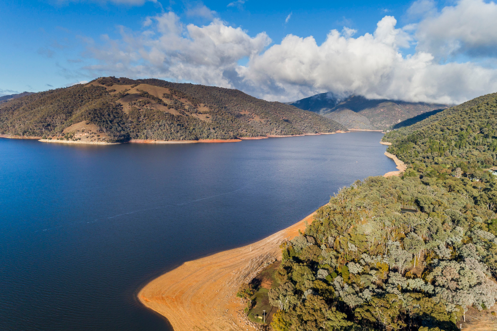 An aerial view looking over both Burrinjuck Dam and Reflections Holiday Parks Burrinjuck Waters